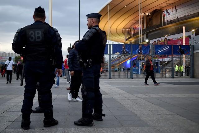 Czasy, gdy zawody sportowe były pretekstem do zawieszenia broni dawno już odeszły do lamusa. Przeciwnie - dziś (wczoraj też były) są wręcz pretekstem do tego, by chwycić za broń, lub podłożyć bombę. Piszemy to w nawiązaniu do  ostatnich wydarzeń w Izraelu i  meczu z Polską w eliminacjach Euro 2020, który to miał się ponoć stać celem terrorystycznego ataku. Informacja na szczęście najprawdopodobniej okazała się fałszywa i na kilka godzin przed meczem wszystko wskazuje na to, że kadra Jerzego Brzęczka rozegra go w zaplanowanym pierwotnie terminie, a gospodarze z pewnością zrobią wszystko, by nikomu nic się nie stało. Tym razem, bo...