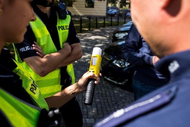 Kierowca nie wyraził zgody na badanie alkomatem, w związku z tym pobrano od niego krew do badań