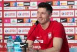Robert Lewandowski przywitany szpalerem. Piękny gest kolegów dla kapitana reprezentacji Polski w Opalenicy