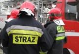 Groźny pożar przy ulicy Zamkowej w Drawsku Pomorskim. Lokatorów ewakuowano za pomocą podnośnika