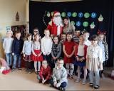 Pabianice. W przedszkolu numer 6 świąteczna atmosfera. Dzieci odwiedził św. Mikołaj ZDJĘCIA
