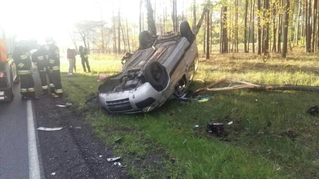W poniedziałek przed godziną 6 rano służby ratunkowe zostały zaalarmowane do wypadku na drodze wojewódzkiej nr 308, między Bukowcem, a Nowym Tomyślem, w okolicach Sątop.