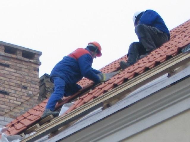 Bezpieczeństwo pracy w budownictwie - upadki, poślizgnięcia - To kampania ZUS i PIP