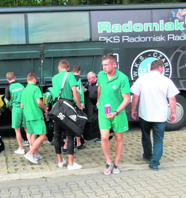 Drużyna Radomiaka Radom po przyjeździe na stadion Gryfa w Wejherowie.