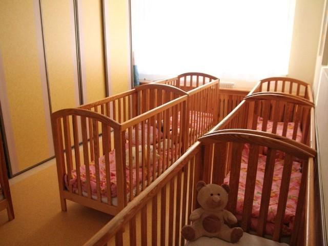 Śmierć dziecka to zawsze szok dla najbliższych. Puste łóżeczko przypomina o tragedii.