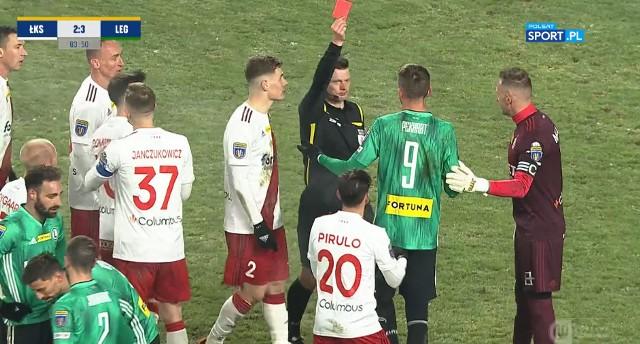 W 84. minucie meczu z ŁKS-em Łódź (3:2) Tomas Pekhart kopnął w pośladki Macieja Dąbrowskiego