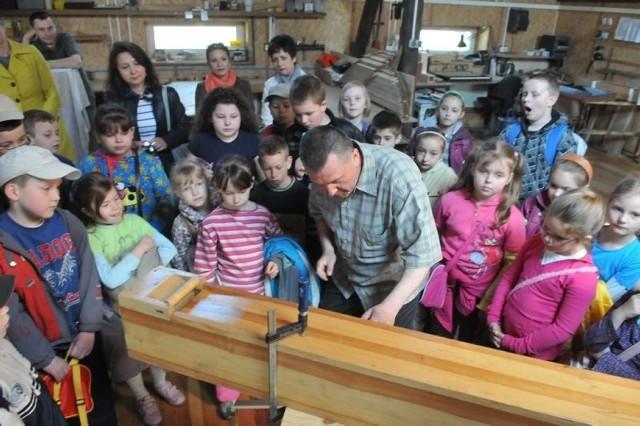 Na koniec wizyty wszystkie dzieci zgłosiły w przyszłości chęć pracy z zakładzie organmistrzowskim. Co by tutaj robiły? - Byśmy dmuchali w piszczałki - odrzekły.