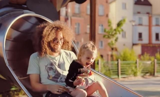 Pracownicy Vivid Games opowiadają na filmie o swojej pracy, ale również o tym, jak spędzają w Bydgoszczy czas wolny ze swoją rodziną