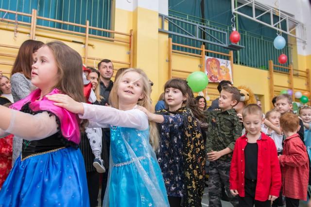 Baśniowy Bal Karnawałowy dla około 300 dzieci i młodzieży