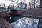 Smród i nieczystości w parku w Leśnicy. Kto wylewa ścieki?