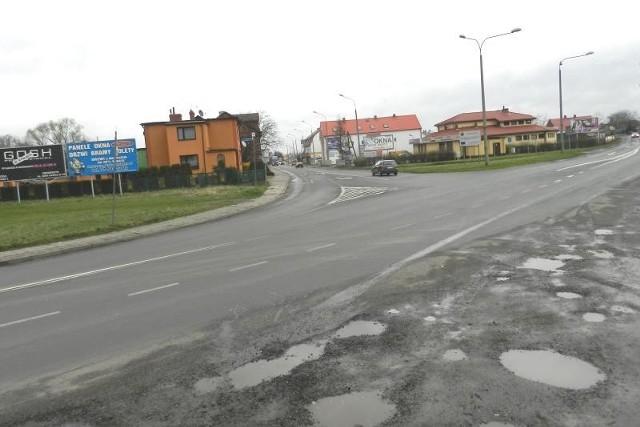 To zdjęcie zrobiliśmy w poniedziałek o godzinie 15.00.Jak widać, skrzyżowanie nie jest zatłoczone. Prezydent Tomasz Wantuła zatwierdził jednak tę inwestycję.