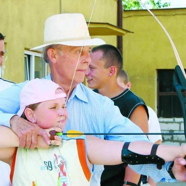 Strzelania z łuku mogli spróbować zawodnicy w każdym wieku