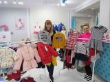 Wyprzedaże kurtek i ubrań dla dzieci w sklepie Baby Lux w Kielcach. Okazja do tańszego uzupełnienia szaf i zakupów na kolejny sezon