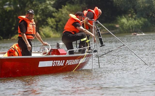 Ćwiczenia podkarpackich strażaków Podkarpaccy strażacy ćwiczyli z sonarem na Żwirowni w Rzeszowie.