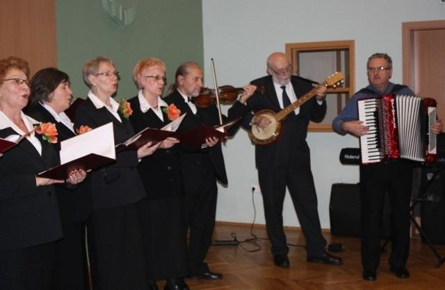 Imprezę z poczęstunkiem przygotował Referat Promocji Powiatu, Turystyki i Kultury Starostwa Powiatowego w Kluczborku.