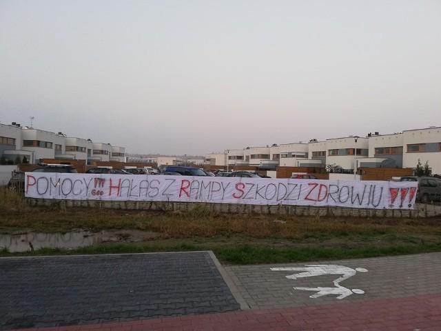 Mieszkańcy Dąbrówki i Palędzia wskazują na uciążliwości związane z bliskim sąsiedztwem kolejowej rampy przeładunkowej.