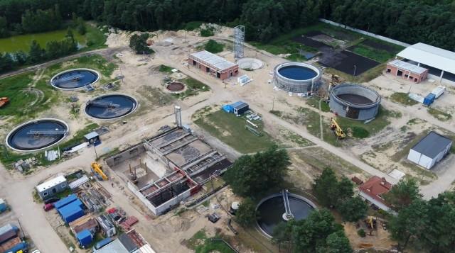 Budowa oczyszczalni ścieków w Lublińcu z lotu ptaka. Realizacja projektu pochłonie 51 mln zł.Zobacz kolejne zdjęcia. Przesuwaj zdjęcia w prawo - naciśnij strzałkę lub przycisk NASTĘPNE