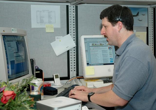 Włocławianie, którzy nie mają komputera lub internetu, mogą spisać się na przygotowanych stanowiskach komputerowych w urzędzie