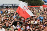 Tak uczestnicy Pol'and'Rock Festiwalu (Przystanku Woodstock) oddawali hołd powstańcom warszawskim. Zdjęcia z Godziny W robią wrażenie!