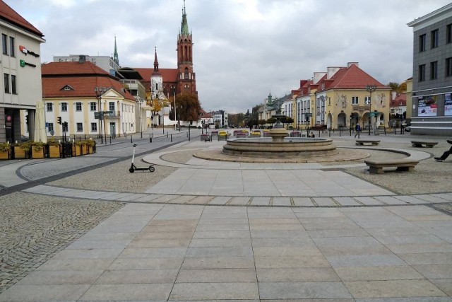 Białystok w czerwonej strefie jak miasto duchów. Pierwszy weekend rządowych obostrzeń związanych z pandemią koronawirusa
