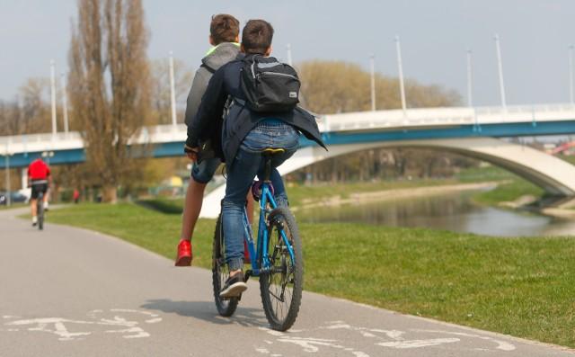 Na wysokości Podpromia ścieżka rowerowa biegnie w tej chwili tylko po lewej stronie Wisłoka.