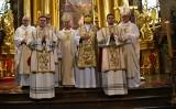 Diecezja kielecka ma trzech nowych diakonów. Uroczystej mszy świętej przewodniczył biskup Jan Piotrowski [ZDJĘCIA, WIDEO]