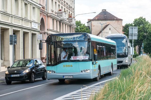 Wyjątkowy autobus pojawił się w sobotę, 31 lipca na liniach turystycznych. Urbino 12 kursował na liniach 100 i 102, jest pierwszym sprzedanym przez firmę Solaris Bus & Coach autobusem z rodziny Urbino. Pojazd został wyprodukowany w fabryce w Bolechowie w 1999 roku.Zobacz kolejne zdjęcia --->