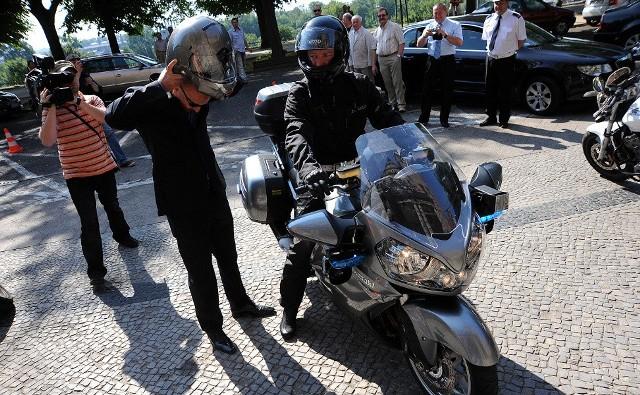 Kawasaki pod Urzędem Wojewódzkim w Szczecinie. Policjanci zyskali superszybką maszynę.