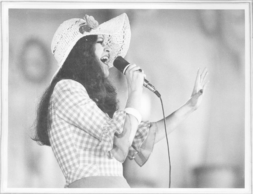 """1974 rok. Anna Jantar w Opolu, gdzie śpiewała """"Tyle słońca w całym mieście"""""""