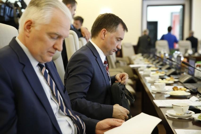 Rekonstrukcja rządu. Ostre tarcia w Zjednoczonej Prawicy. Solidarna Polska i Porozumienie stracą część ministerstw?