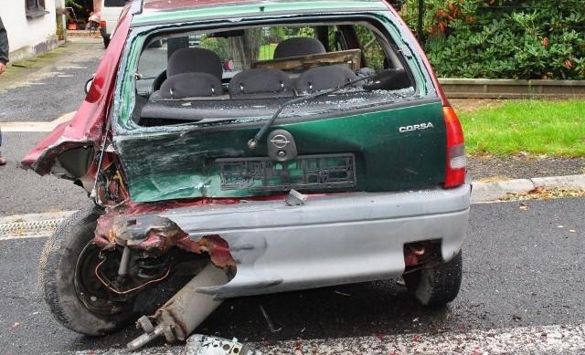 Opel wpadł w poślizg, obrócił się, zjechał na przeciwległy pas ruchu i uderzył w  dacię