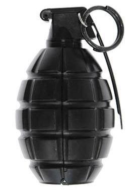 Policjanci na posesji mężczyzny odnaleźli ukrytą myśliwską dubeltówkę, ponad 120 sztuk amunicji karabinowej, myśliwskiej i gazowej oraz granat ręczny.