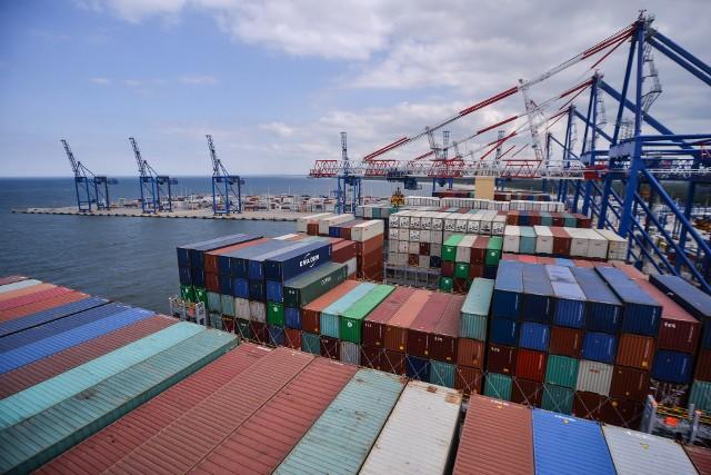 Negatywny wpływ na tempo wzrostu gospodarczego miało saldo handlu zagranicznego.