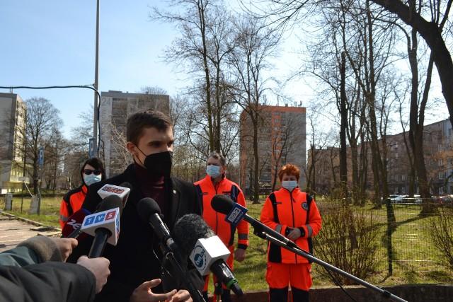 Poseł Mateusz Bochenek uważa, że zwolnienie dyrektora miało cel polityczny. Ten nie zgadzał się na połączenie RPR Sosnowiec z WPR Katowice. Zobacz kolejne zdjęcia. Przesuń zdjęcia w prawo - wciśnij strzałkę lub przycisk NASTĘPNE