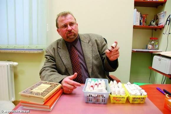 - Czasem do wyleczenia dorosłego człowieka wystarczy 5 granulek leku homeopatycznego - mówi dr Piotr Szczesiul, homeopata