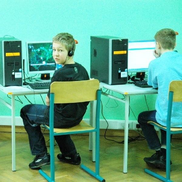 Dzieci mogą nie zdawać sobie sprawy, że ściągając pliki mp3 z internetu popełniają przestępstwo.
