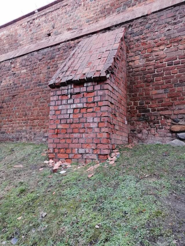 - Te zdjęcia zniknęły z Facebooka strony Chełmno Miasto Zakochanych - podkreśla Czytelniczka. Tą stroną administruje magistrat
