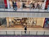 Niewiele mniej osób niż przed pandemią odwiedza galerie handlowe. Jednoczesnie wydają więcej pieniędzy