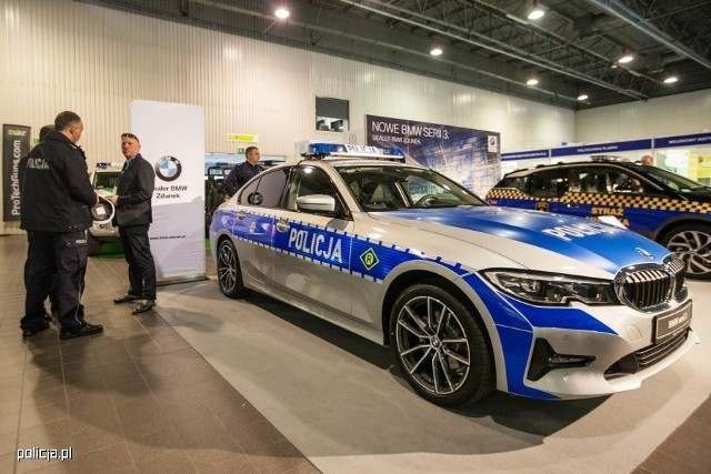 W Warszawie odbyły się IX Międzynarodowe Targi Techniki i Wyposażenia Służb Policyjnych oraz Formacji Bezpieczeństwa Państwa EUROPOLTECH 2019. Zaprezentowano na nich m.in. oznakowane policyjne radiowozy BMW serii 3 (G20).