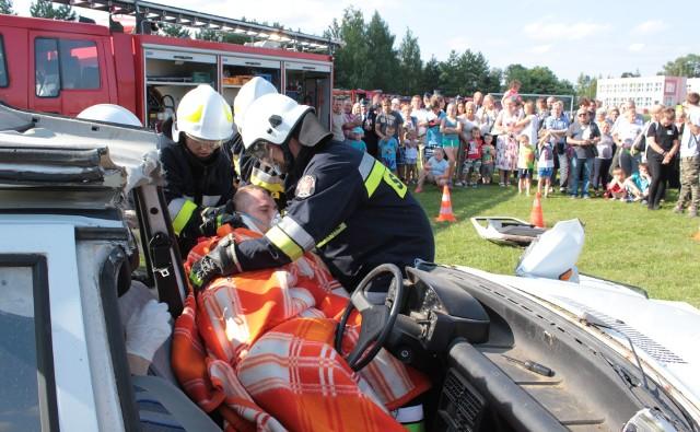 Podczas 100 - lecia OSP Książki można było obejrzeć pokazy strażaków: ewakuację osoby poszkodowanej w wypadku samochodowym i gaszenie pożaru samochodu. Pokazy przygotowały dwie jednostki: OSP Wąbrzeźno i Osieczek.
