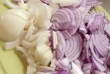 To dzieje się z organizmem, gdy jesz cebulę. Te osoby powinny włączyć cebulę do diety [21.09.21]