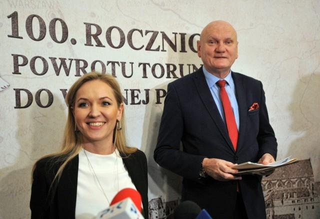 Justyna Wileńska, dyrektorka Specjalistycznego Szpitala Miejskiego w Toruniu i prezydent miasta - Michał Zaleski.