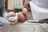 Te osoby nie mogą zostać rodzicem chrzestnym. Ksiądz może odprawić z kwitkiem [lista - 28.02.21]