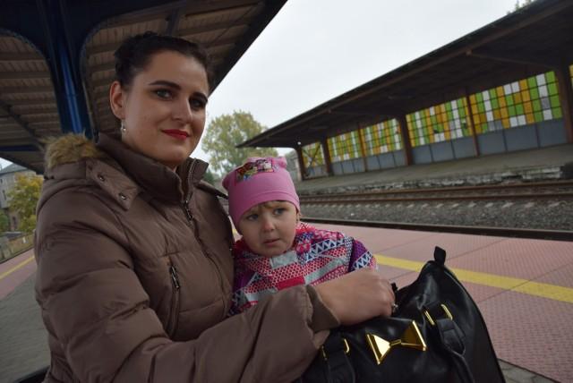 – Każdy pociąg, który jedzie w głąb kraju, się przyda – mówiła nam wczoraj Magda Krzanowska, która z 3,5-letnią córką Julią jechała pociągiem do przyjaciółki w okolicach Strzelec Krajeńskich.