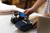Znany bank ostrzega klientów: Kampania oszustów wzywa do zapłaty. Klienci tracą pieniądze z konta!