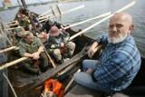 Czesi wypłynęli średniowieczną łodzią w rejs po Zalewie Szczecińskim [zdjęcia]