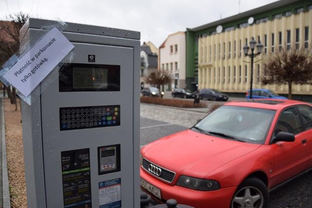 Na razie w parkomatach w Kluczborku można płacić tylko gotówką, ale wkrótce będzie też możliwość płacenia kartami płatniczymi.