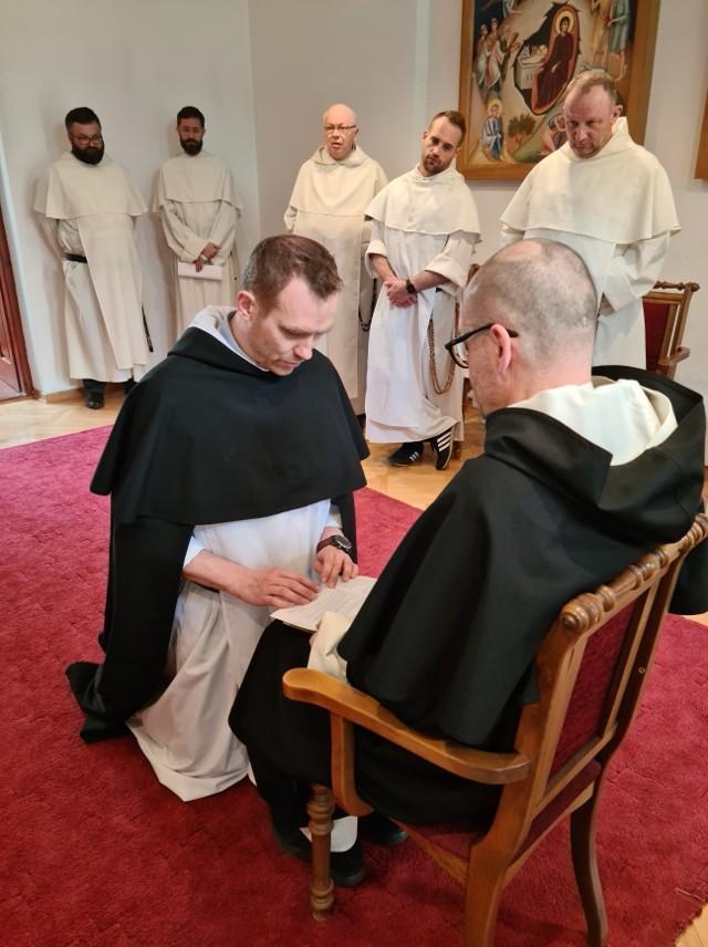 Przeor-elekt Artur Gałecki, w obecności braci, złożył na ręce Ojca Prowincjała Pawła Kozackiego OP wyznanie wiary.