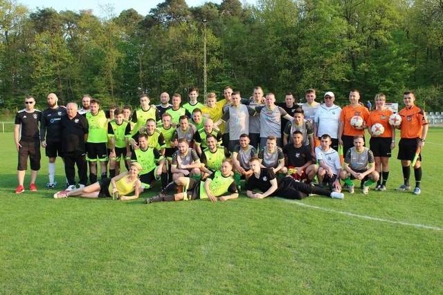Opolski Związek Piłki Nożnej dokonał oficjalnego podziału grup na sezon 2020/21 w klasie okręgowej. W grupie 1 mamy pięciu beniaminków, natomiast w grupie 2 znalazło się aż siedem nowych drużyn.