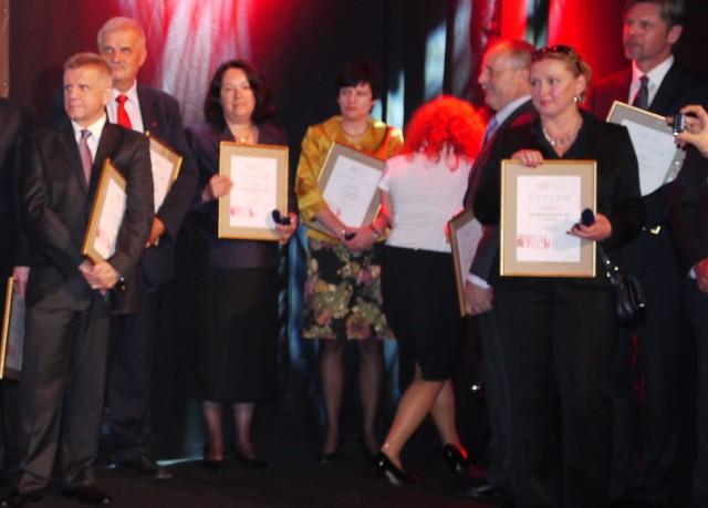 Wśród laureatów Złotej Odznaki POT znalazła się sze-fowa Regionalnej Organizacji Turystycznej Województwa Świętokrzyskiego, Małgorzata Wilk - Grzywna (druga od prawej)